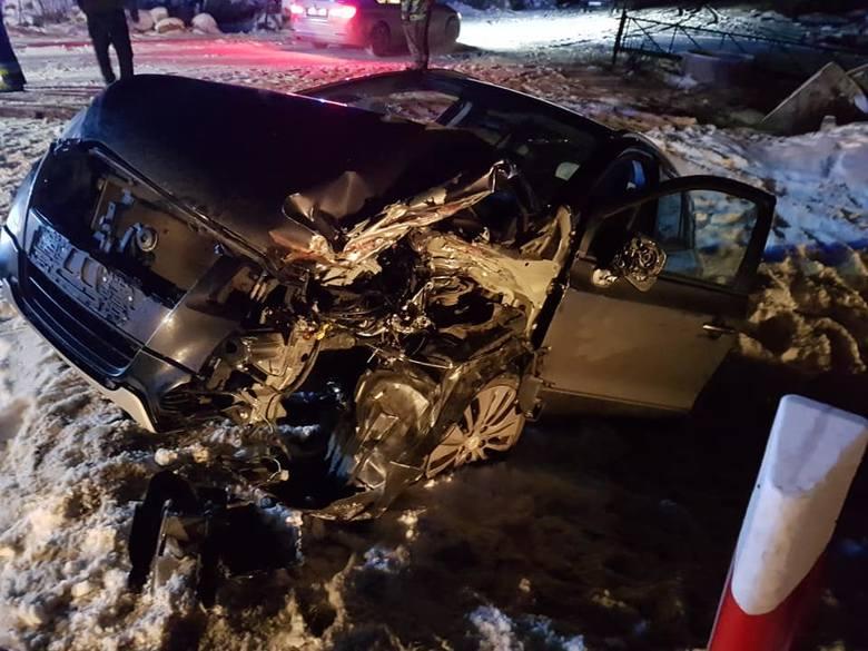 Miastkowo: Wypadek na DK 61. Zderzenie ciężarówki z osobówką. Dwie osoby ranne