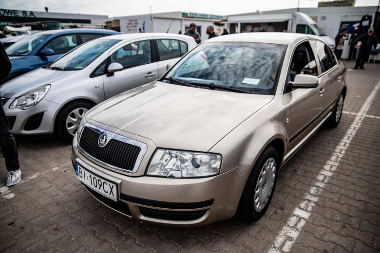 Zebraliśmy oferty licytacji komorniczych samochodów z całego kraju. Zobaczcie, jakie auta można kupić w okazyjnej cenie. Szczegóły na kolejnych zdjęciach