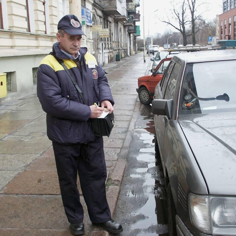 Każdego dnia inspektorzy szczecińskiej strefy płatnego parkowania wypisują ok. 3 tys. zawiadomień. Gdyby to pomnożyć przez 50 zł, wyszłaby niezła kwota.