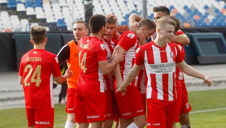 2 liga. Apklan Resovia zdecydowała się wystawić na listę transferową 4 piłkarzy