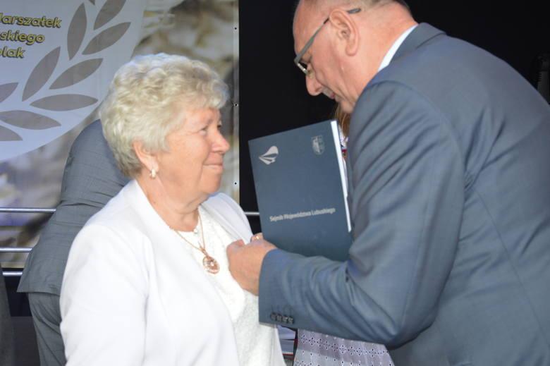 Podczas tego dorocznego święta plonów zarząd województwa przyznał Odznaki Honorowe Województwa. Za zasługi dla regionu lubuskiego odznaki wręczono: Stefanii