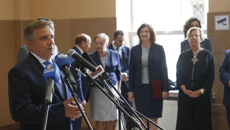 Podpisanie umowy o budowę Rzeszowskiego Centrum Komunikacyjnego.