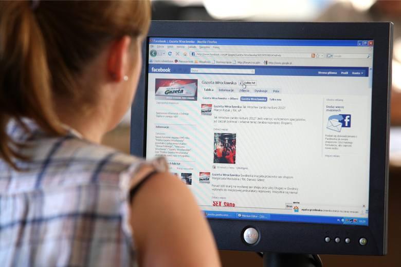 Mark Zuckerberg, szef Facebooka po aferze związanej z kradzieżą danych osobowych blisko 90 mln użytkowników (również z Polski), nie odejdzie ze swojego