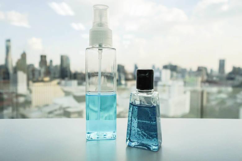 W ofercie aptek, drogerii kosmetycznych oraz sklepów wielobranżowych, jest kilka rodzajów produktów o działaniu dezynfekującym:• żel antybakteryjny –