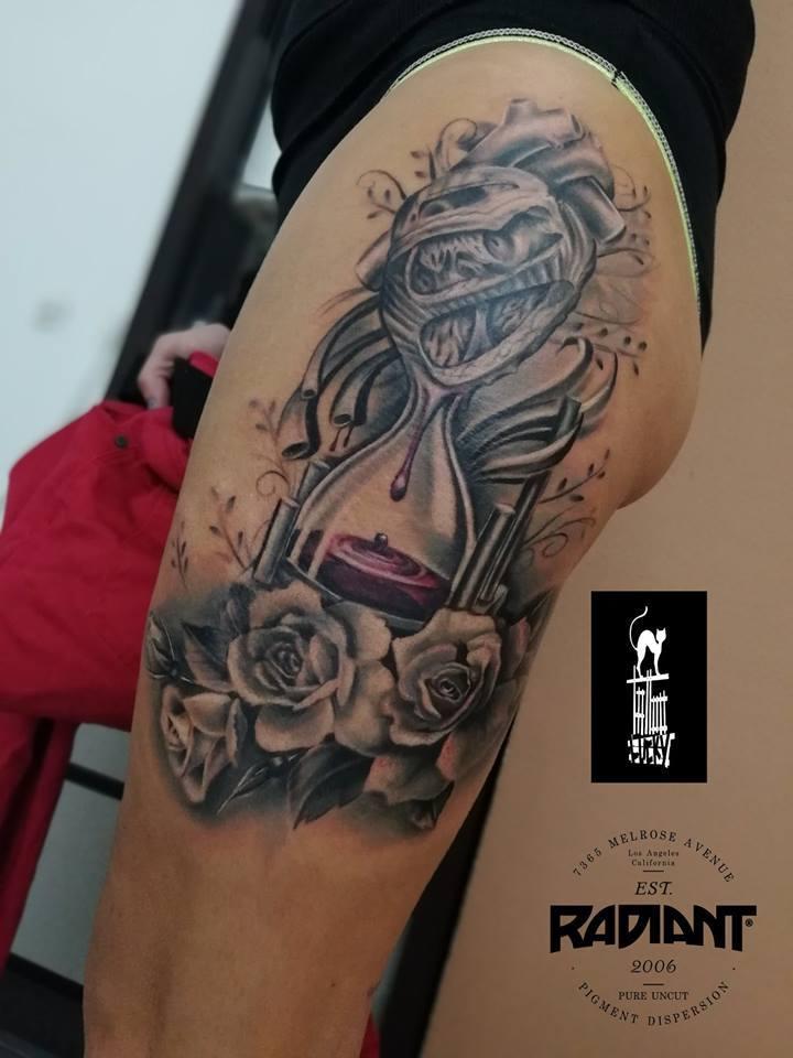 Tatuaż Z Obozem Koncentracyjnym Auschwitz Na Przedramieniu