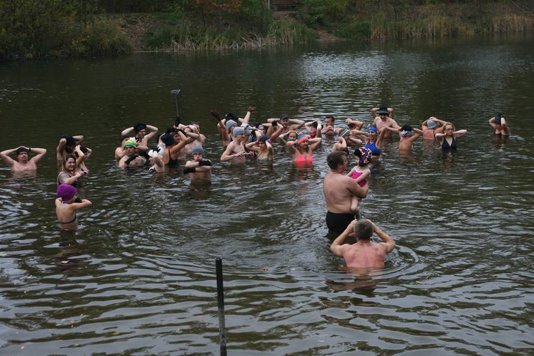 Choć niektóre zielonogórskie morsy już wcześniej rozpoczęły lodowate kąpiele (m.in. w wodospadzie w górach), to oficjalne otwarcie sezonu odbyło się