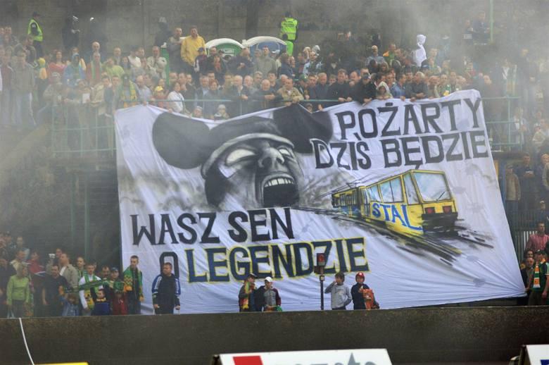 Na żużlowe lubuskie derby w sezonie 2006 kibice w Zielonej Górze i Gorzowie czekali mocno stęsknieni, ponieważ było to pierwsze starcie Falubazu i Stali