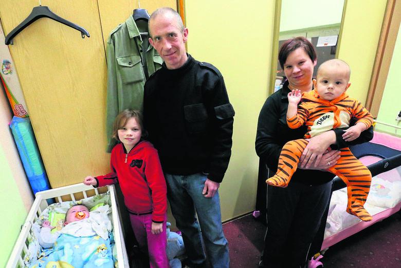 Pięcioosobowa rodzina Marty i Andrzeja jeszcze przez kilka dni będzie mieszkała w malutkim pokoiku. Pod koniec miesiąca wszyscy przenoszą się do nowego
