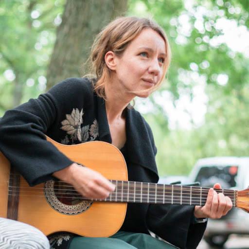 <strong>ANIMACJA KULTURY:</strong><br /> <br /> <strong>Dominika Dopierała</strong><br /> Muzykoterapeutka, animatorka życia muzycznego, autorka oraz współautorka inicjatyw społecznych ukierunkowanych głównie na współpracę ze środowiskami trudnymi.