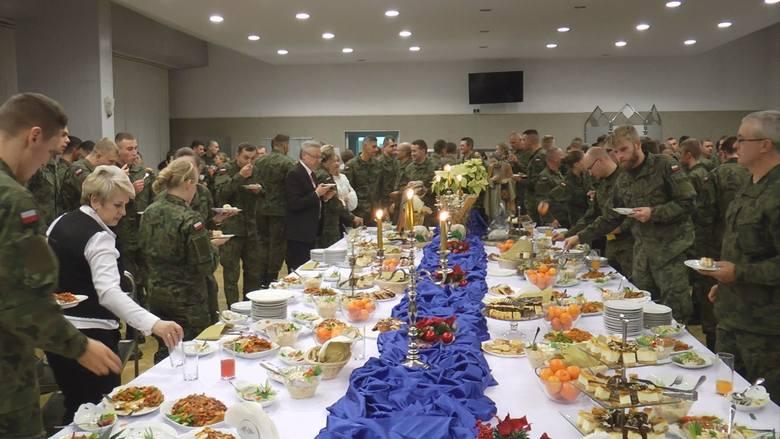 W piątek 20 grudnia odbyła się Wigilia 62 Batalionu Lekkiej Piechoty Lekkiej Wojsk Obrony Terytorialnej. Uczestniczyły w niej władze kościelne, parlamentarne,
