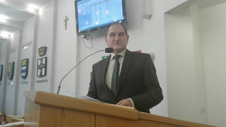 Nadzwyczajna sesja rady miasta w sprawie PKM. Na sesję przyszli pracownicy firmy. Piotr Szereda, przew. rady miasta