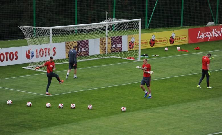 W Arłamowie trwa zgrupowanie reprezentacji Polski przed mistrzostwami Europy do lat 21. W środę odbył się otwarty trening dla publiczności.<br /> <br /> [b]Zobacz także:...