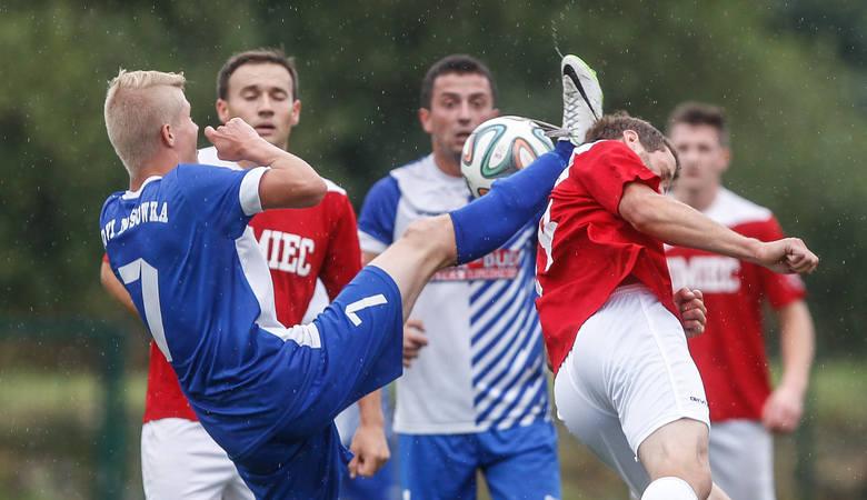 W niemal całej Polsce zakończył się już sezon niższych lig. Po sprawdzeniu wszystkich tabel okazuje się, że 14 drużynom nie udało się zdobyć w rozgrywkach