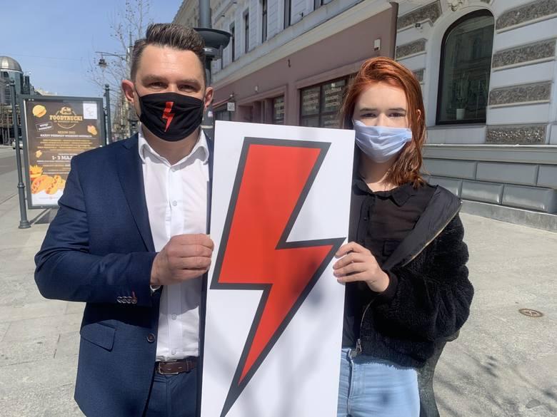 XXXIV Liceum Ogólnokształcące w Łodzi wprowadziło regulamin zabraniający uczniom zamieszczania na internetowej platformie – służącej do prowadzenia zdalnej