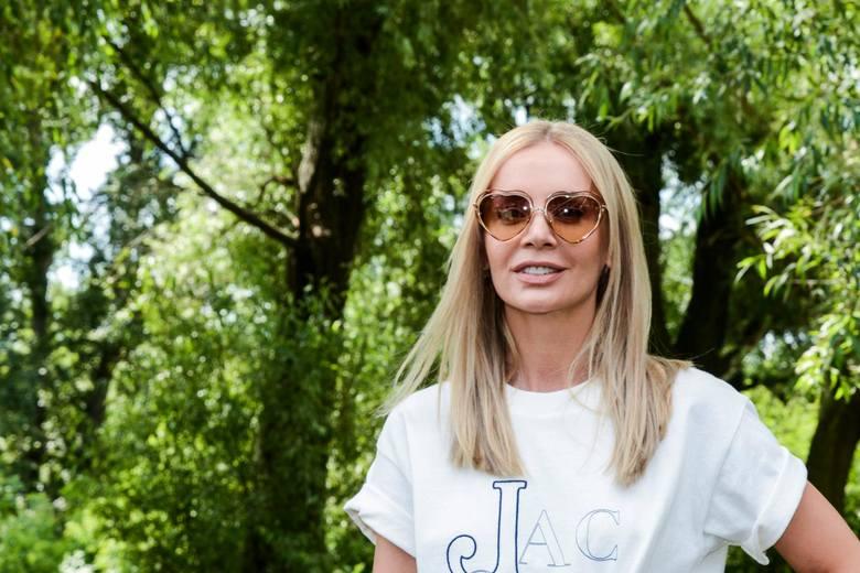 Agnieszka Woźniak-Starak wraz z gromadką psów przeniosła się z Warszawy do posiadłości w Konstancinie. W sierpniu 2019 roku przeżyła prawdziwą tragedię,