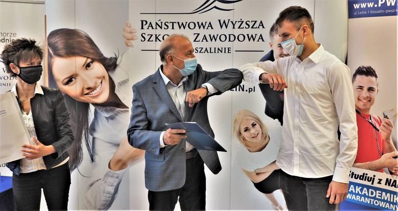 Państwowa Wyższa Szkoła Zawodowa w Koszalinie rozstrzygnęła konkurs, w którym główną nagrodą jest bezpłatne miejsce w akademiku. W tym roku wygrał Marcin