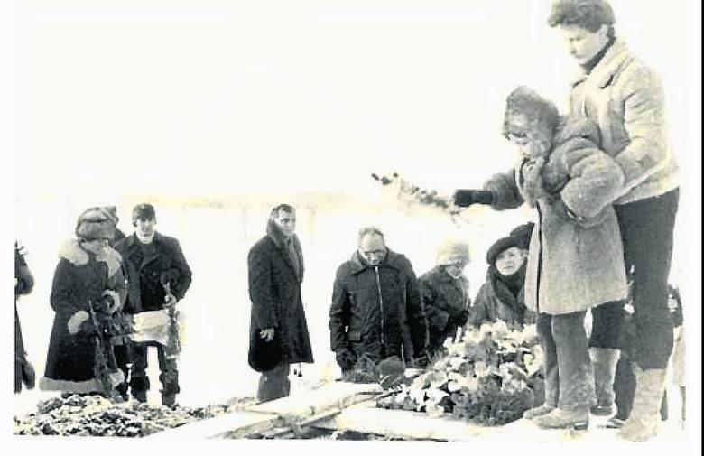 Pogrzeb Bogusława Kopczaka. Zdjęcie wykonane przez SB