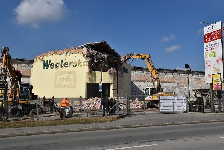 Nowy Sącz. Po 18 latach supermarket Rafa znika z ul. Węgierskiej 78  [ZDJECIA]