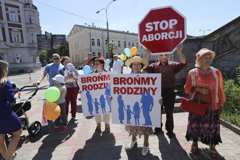 Tak wyglądał 8. Białostocki Marsz dla Życia i Rodziny. Przeszedł ulicami miasta przed rokiem.