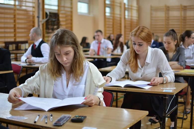 Jak należało rozwiązać test maturalny z matematyki. Rozwiązuje nauczycielka z 20-letnim stażem. Kliknij i sprawdź, czy Twoje odpowiedzi są poprawne