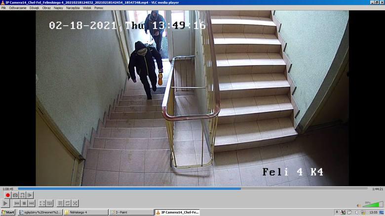 Sprawców kradzieży nagrały kamery. Policja poszukuje mężczyzn, którzy ukradli m.in. rower ZDJĘCIA