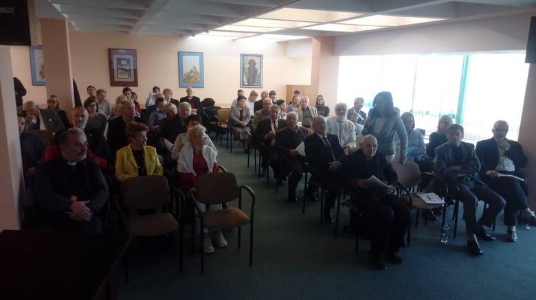 Słuchacze podczas konferencji w Wojewódzkiej i Miejskiej Bibliotece Publicznej im. Cypriana Norwida w Zielonej Górze
