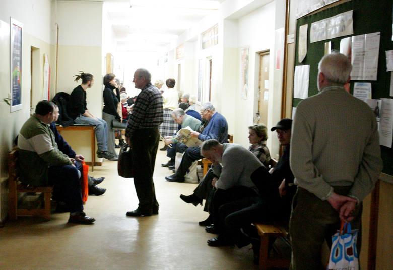 Długie oczekiwanie na lekarzy zdenerwowało pacjentów. - Mogli nas uprzedzić, kiedy się rejestrowaliśmy - mówili.