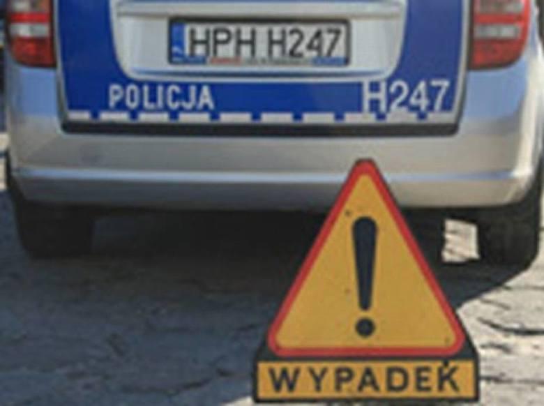 Radom. Nastolatek bez prawa jazdy spowodował wypadek trzech samochodów. Jedna osoba została ranna