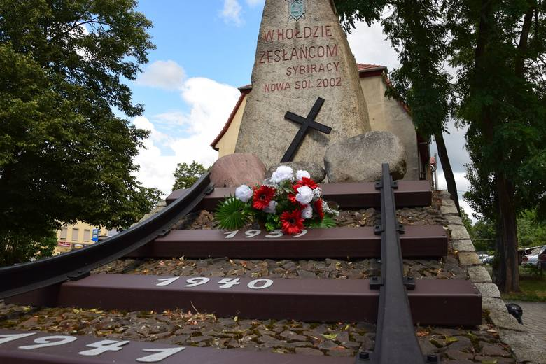 Miejsca pamięci o bliskich zmarłych w Nowej Soli i okolicy.