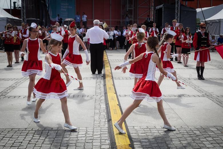 Huczna parada na zakończenie Dni Morza i Samba Port Festival [ZDJĘCIA]