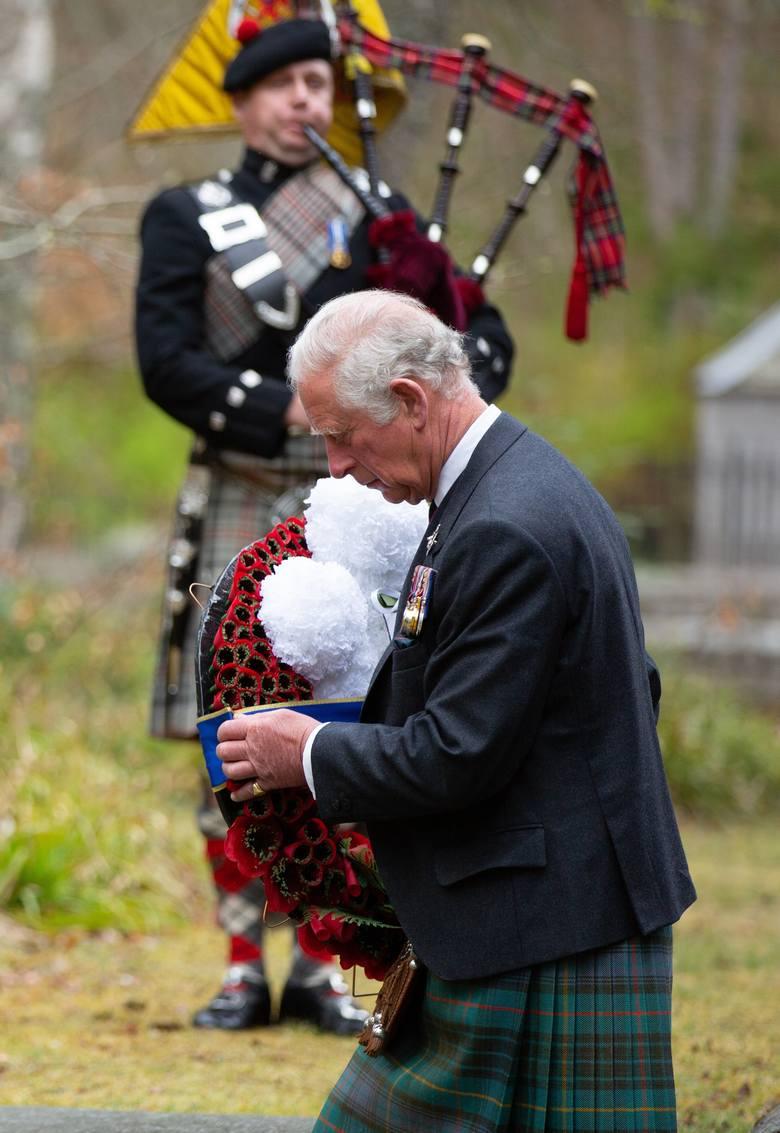 Brytyjski książę Karol złożył wieniec ku czci bohaterów wojny pod Balmoral War Memorial