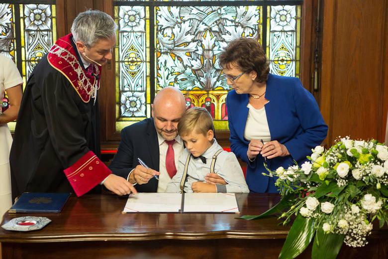 Pani młoda pochodzi z Podlasia, pan młody ze Szczecina. Poznali się w Toruniu, a ślub wzięli w Słupsku. Czy trudno im rozstać się z miastem?