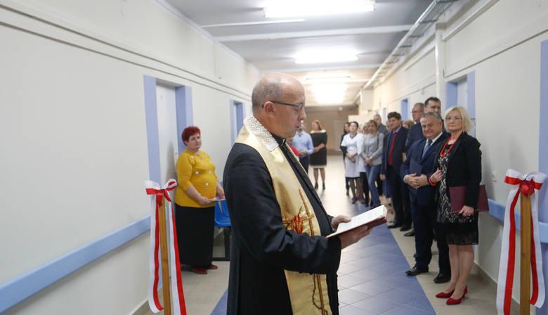 Uroczyste otwarcie domu opieki medycznej dla seniorów w Rzeszowie.
