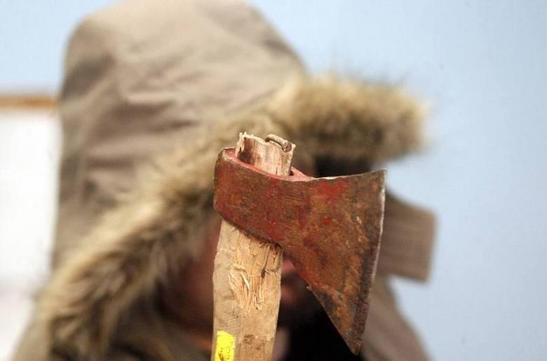 70-letni mieszkaniec Polesia siekierą i widłami zabił psa, następnie - po porąbaniu - spalił ciało zwierzęcia w piecu. Policjantom tłumaczył, że...ZMIANA