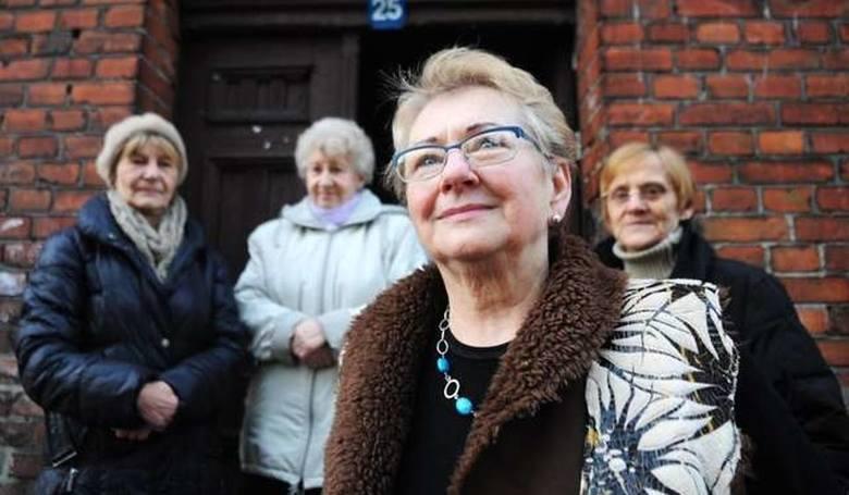 Bożena Dąbrowska to odważna emerytka z Torunia. Wypowiedziała bój kamienicznikom, którzy lokatorom z ul. Kochanowskiego 25 chcieli podnieść czynsz o