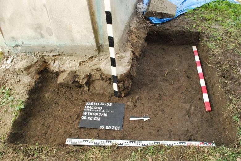 Kopali pod starą kapliczką, znaleźli szkielety dzieci