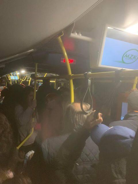 Tłum w autobusie MZK