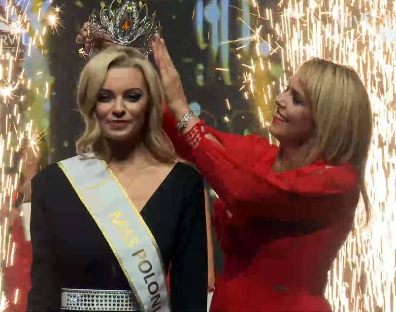 Nową królową piękności została Karolina Bielawska. Koronę na skronie pięknej łodzianki włożyła Ewa Wachowicz, Miss Polonia 1992