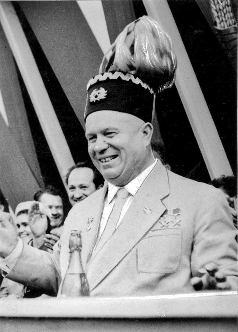 Rok 1959. Nikita Chruszczow przyjechał do Polski z okazji 15-lecia Polski Ludowej. W towarzystwie Władysława Gomułki i Edwarda Gierka objeżdżał Śląsk