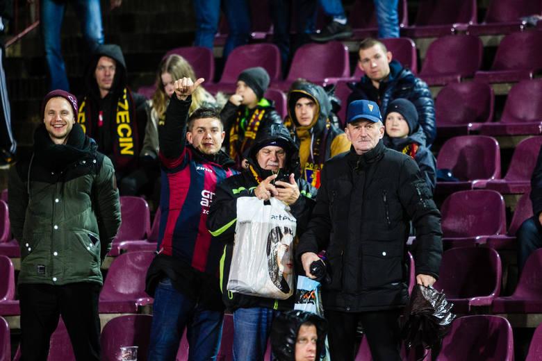 Mimo deszczowej i nieprzyjemnej pogody niemal równe 3700 kibiców zjawiło się na meczu Pogoni Szczecin z Lechem Poznań. Portowcy zremisowali 1:1. Zobaczcie