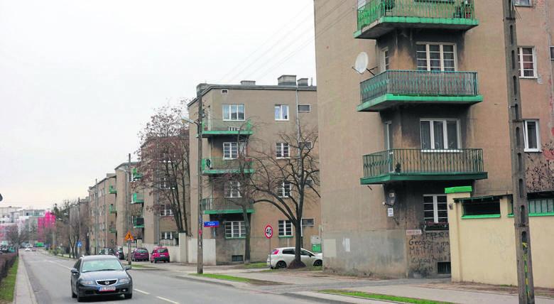Kamienicę stojąca na rogu ul. Kilińskiego i Tuwima po wojnie przejęło wojsko. Tu mieścił się sztab generała Karola Świerczewskiego