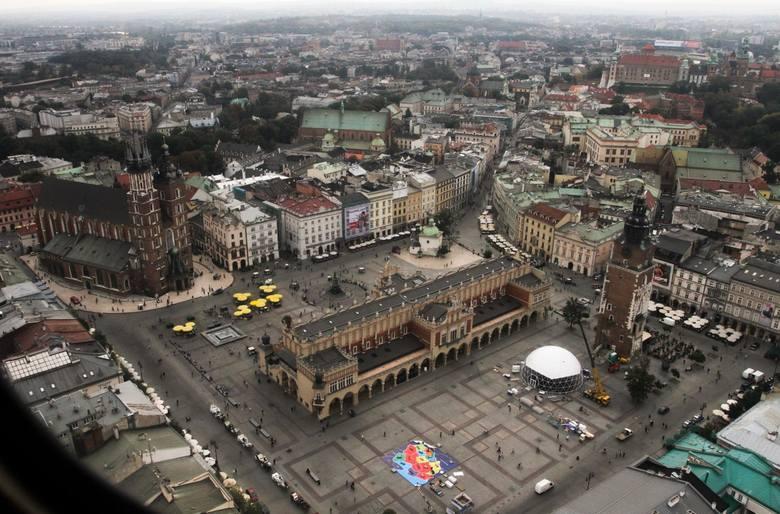 Salon KrakowaRynek krakowski to plac w centrum miasta, który powstał na podstawie aktu lokacyjnego wydanego przez Bolesława Wstydliwego w 1257 r. Jest