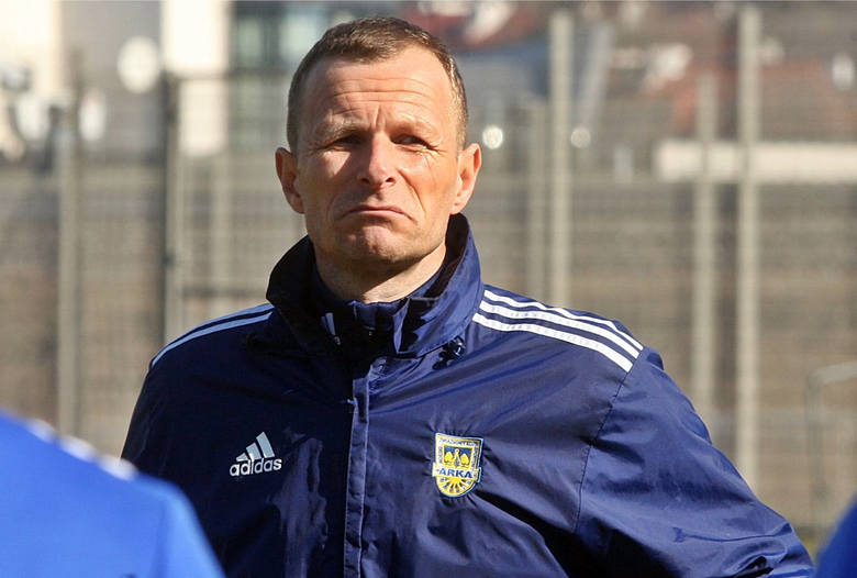 Arka Gdynia zwolniła ostatnio Zbigniewa Smółkę z funkcji pierwszego szkoleniowca. Trenerem tymczasowym żółto-niebieskich został Grzegorz Witt. Wiadomo