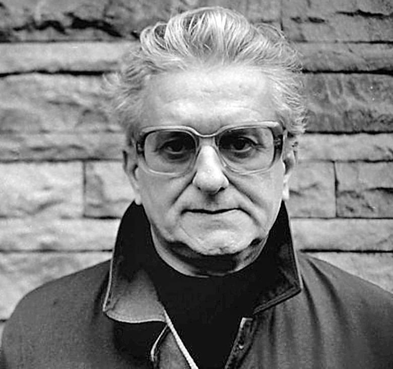 Cezary Chlebowski. Urodził się w 1928 r. w Grodźcu pod Będzinem. Pochodził z rodziny szlacheckiej. Przed 1939 r. był mocno zaangażowany w harcerstwo. Wojna rzuciła jego rodzinę na Kielecczyznę. Właśnie tutaj Chlebowski wstąpił do AK. W PRL był za to prześladowany i inwigilowany przez bezpiekę....