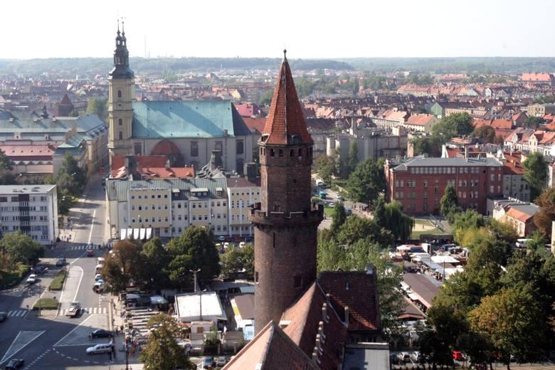 Legnica znacznie ustąpiła takiej potędze wśród miast grodzkich jak Sopot (ponad 5500 zł na mieszkańca), ale wyprzedziła m.in. Częstochowę, Radom czy