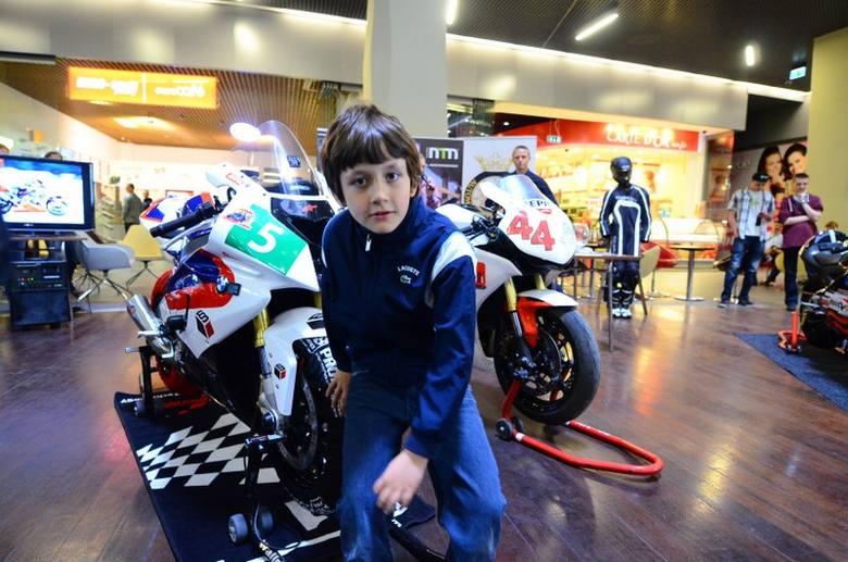 Poznań: Pokaz wyścigowych motocykli w Galerii MM [ZDJĘCIA, FILM]
