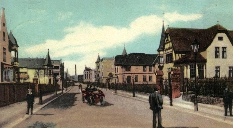 Ulica Grunwaldzka na początku XX wieku. Widok w kierunku obecnego placu Kopernika. W oddali widać komin browaru oraz wieżę ratuszową.