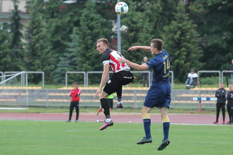 Resovia pokonała w derbach Stal Rzeszów i zachowała pozycję lidera 3 ligi. Szczegółową relację przeczytasz tutaj: Stal Rzeszów pokonana, derby dla Resovii.