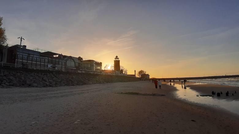 Słoneczna pogoda zachęca do wypoczynku na świeżym powietrzu. Zobaczcie zdjęcia z poniedziałkowego popołudnia w Kołobrzegu.Zobacz także Gala zamknięcia