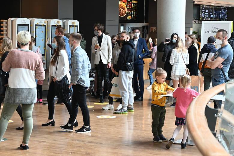 We wtorek, 4 maja, po półtoramiesięcznej przerwie, działalność niemal w pełnym zakresie wznowiła Galeria Korona Kielce. Już w pierwszych godzinach po